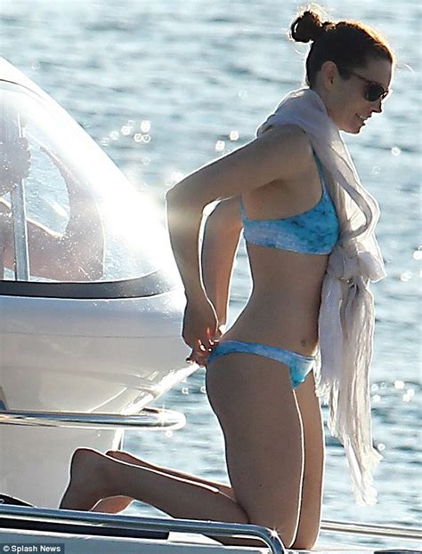 Boats And Hoes Justin Timberlake by Biel Enjoys A With Justin Timberlake Daily
