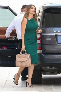Sofia Vergara In A Green Dress Goes Shopping In Los