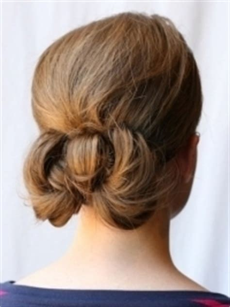 hair style of how to style a low bow bun 8520