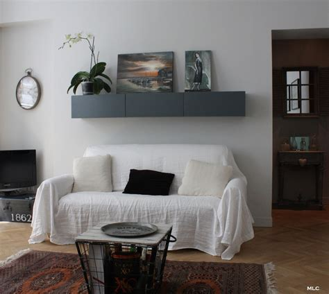 etagere shabby le shabby chic contemporain d un appartement parisien