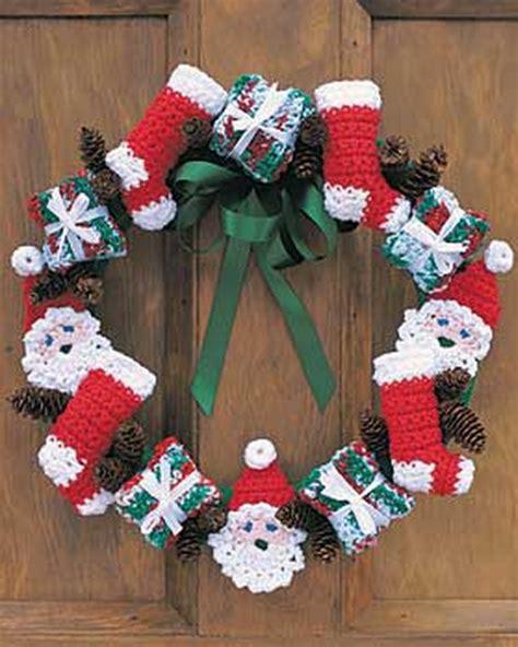 santa  stockings crochet christmas wreath