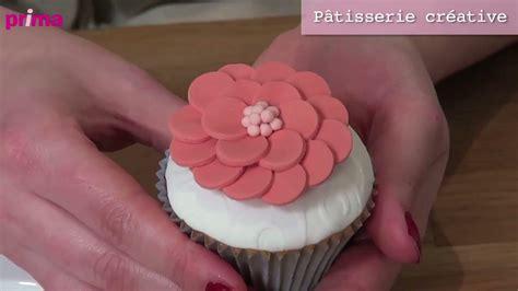 comment faire des decors en pate a sucre comment faire une fleur en p 226 te 224 sucre pour d 233 corer un cupcake astuce cuisine vins