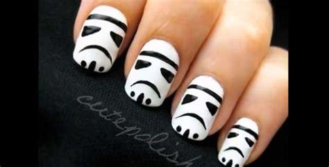 Cute Polish 'stormtrooper' Manicure