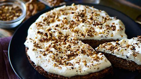 Valriekstu un dateļu kūka — Santa
