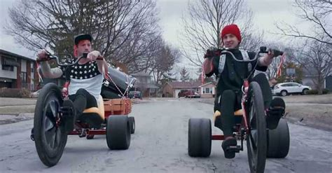 12 Reasons twenty one pilots Are Taking Over The World ...