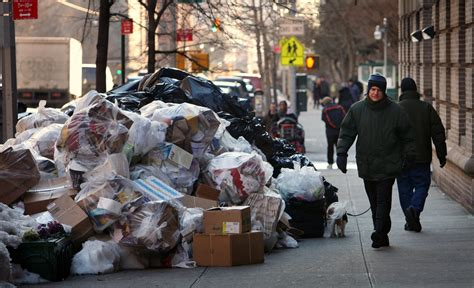 average  yorker produces   pounds  garbage