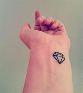 Tatouage Sur Le Doigt : tatouage sur le doigt cochese tattoo ~ Melissatoandfro.com Idées de Décoration