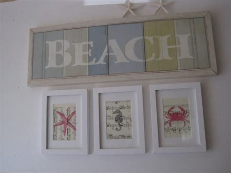 Clever way to display your favourite sea shells using an old pinboard and a little bit of spray paint. DIY Gorgeous Beach Themed Wall Decorating Ideas 2 | Beach themed wall art, Beach theme wall ...