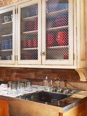 chicken wire kitchen cabinets a barn kitchen makeover cocinas puertas 5387
