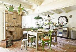franzosischer landhausstil roomidocom With französischer balkon mit moderne skulpturen für den garten