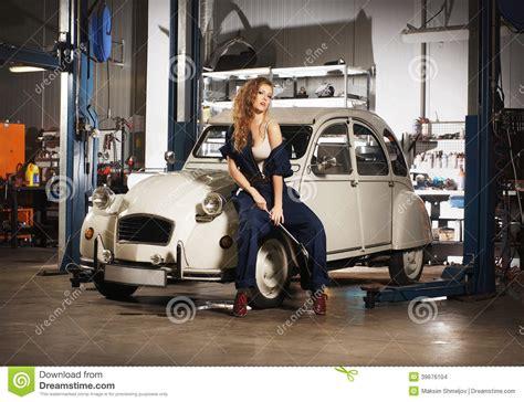 Frau In Garage by Repairing A Retro Car Stock Photo Image Of