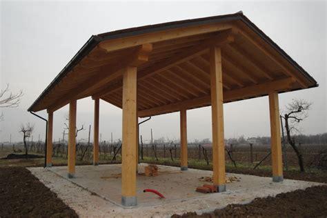 montaggio tettoia in legno realizzazione tettoie e porticati in legno veneta tetti