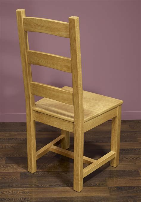 chaise chene chaise en chêne massif de style cagnard assise chene