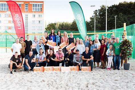 Apbalvoti pludmales tenisa turnīra kopvērtējuma uzvarētāji