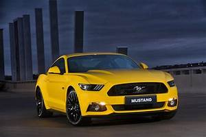 Ford Mustang Review - Expert Ford Mustang Car Reviews - AutoTrader