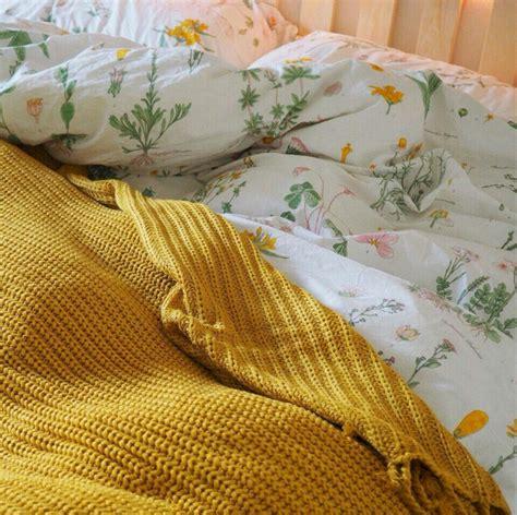 yellow aesthetic bedroom decorating ideas 15