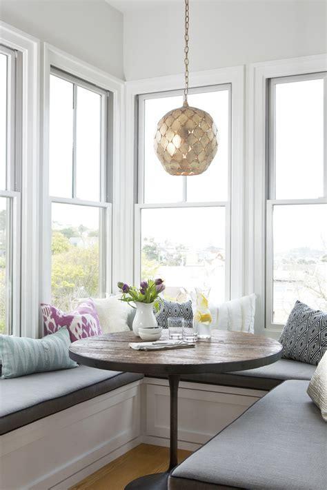 Comment décorer et aménager coin repas d'angle ?idées