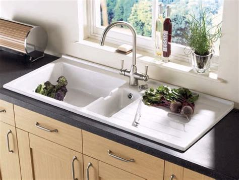 Jersey 1.5 bowl sit in ceramic kitchen sink with right