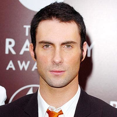 maroon 5 height adam levine height weight age biceps size body stats