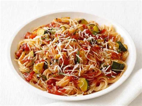 recette pates aux courgettes et tomates pates aux tomates et courgettes au cookeo pour un d 238 ner en famille