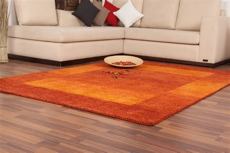 tapis marron et orange atlub