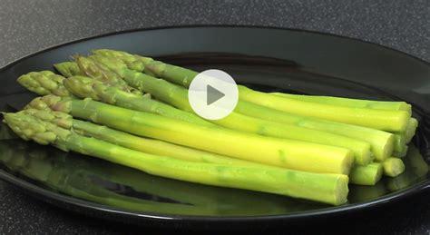 comment cuisiner des asperges réussir la cuisson des asperges vidéo gourmand