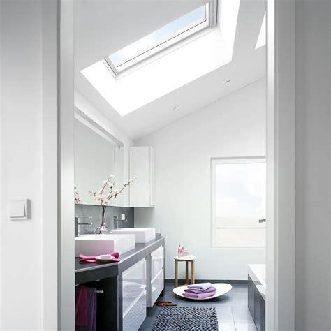 amenagement sous sol en chambre aménager une salle de bains sous les toits travaux com