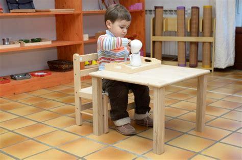 table et chaise bébé 18 mois chaise et table pour les moins de 3 ans le coin montessori