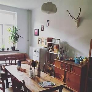 Sofa Für Küche : gem tlich eingerichtete wg k che mit holzm beln offenen regalen und bequemem sofa wohnung in ~ Eleganceandgraceweddings.com Haus und Dekorationen