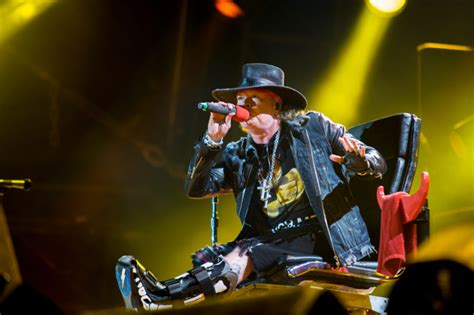 axl rose und ac dc axl rose first ac dc performance in lisbon has silenced