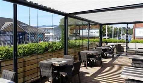 pergola avec toit en verre pergola bioclimatique paroi en verre brustor