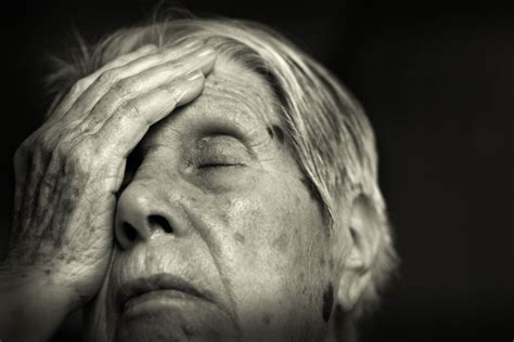 The clinical introduction of genetic testing for alzheimer disease. Alzheimer's: How To Spot The Symptoms And How To Manage It ...