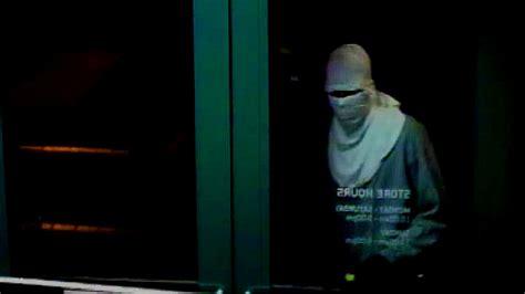 verizon stolen phone 30 cell phones stolen from verizon store in boynton
