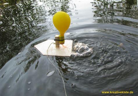 heißluftballon selber bauen wie ist dies physikalisch zu erkl 228 ren quot luftballon boot quot physik schiff impuls