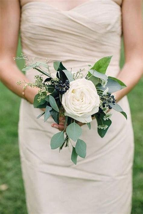 12 Pretty Small Wedding Bouquets for Your Big Day