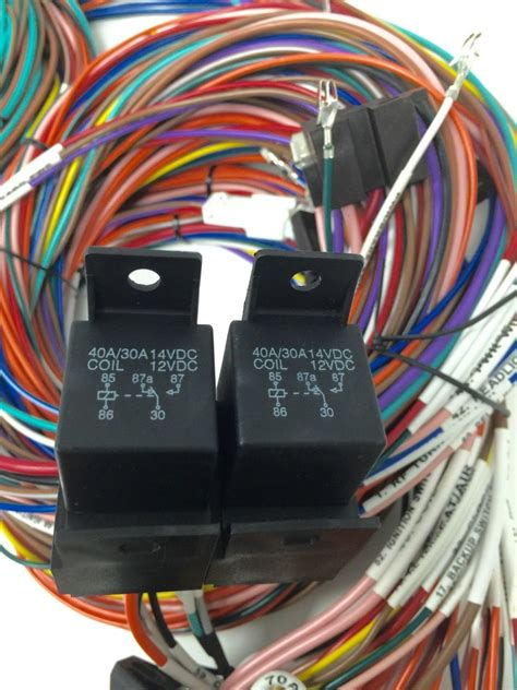 Universal Unit Wiring Harnes by Complete Universal 12v 24 Circuit 20 Fuse Wiring Harness