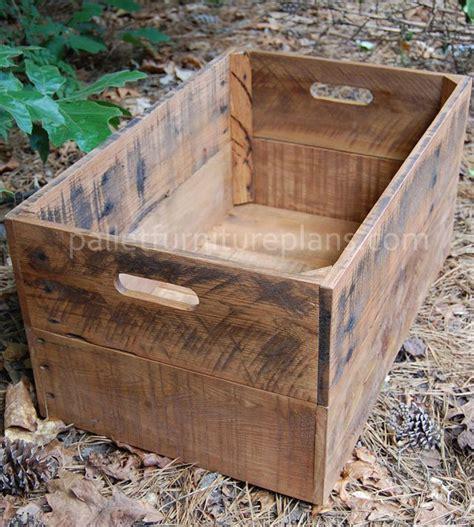 Kiste Aus Paletten Bauen by Diy Pallet Storage Box Make A Few Small Ones To Stack In
