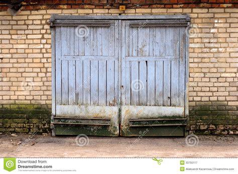 Garage Bekleben by Oude Garagepoort Stock Afbeelding Afbeelding Bestaande