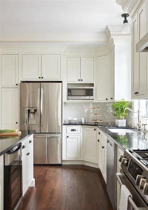 white shaker island cabinets  adorned  oil