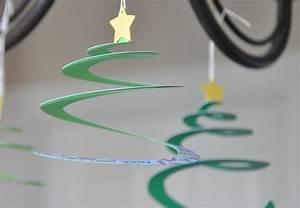 Basteln Mit Papier Anleitung : basteln mit papier weihnachtsdeko aus papier kreieren ~ Frokenaadalensverden.com Haus und Dekorationen