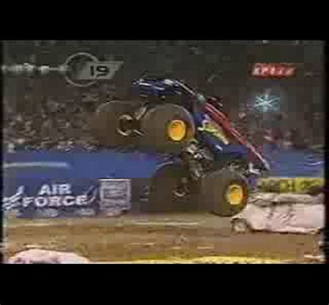 monster truck videos crashes monster trucks crashes www imgkid com the image kid
