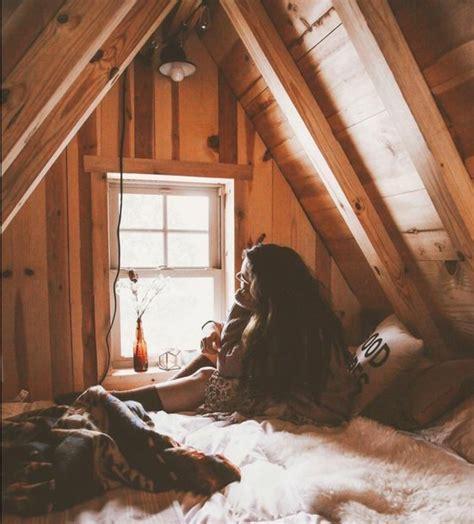 chambre sous pente de toit chambre sous les combles chambre couleur combles une