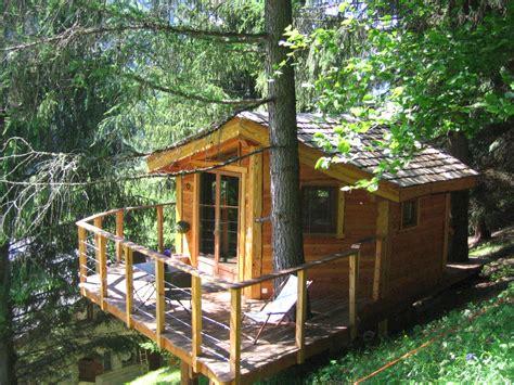 cabane dans les arbres avec salle de bain la cabane dans les arbres sejours verts fr