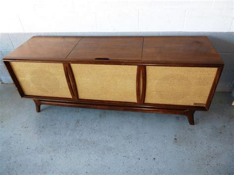 TV Cabinet Console – 1951 Zenith TV Model H3478E Outer