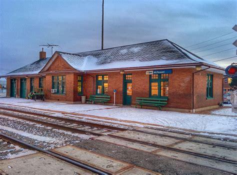 builders in chicago mount pleasant station iowa