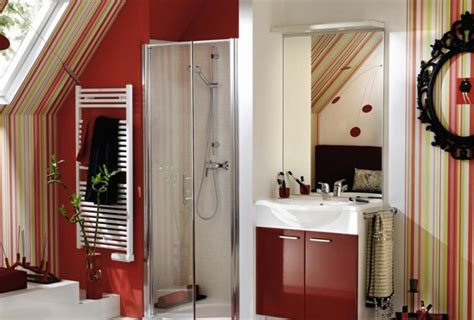 desain kamar mandi unik bernuansa warna merah rancangan