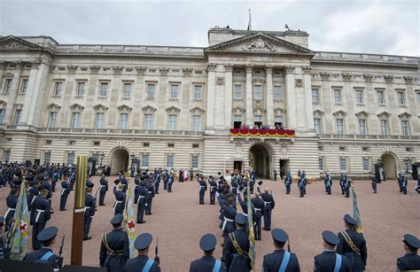 Buckingham palace is the official london residence of the british monarch. Buckingham Palace Has 'Unusual Secret Test' That Applicants Must Pass to Work for Royal Family ...