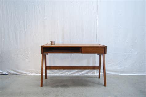 bureau modern modern jaren 60 teakhouten bureau teak desk de gele