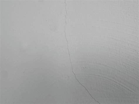 Risse In Der Wand Beseitigen by Risse In Der Wand Ausbessern Werweiss De