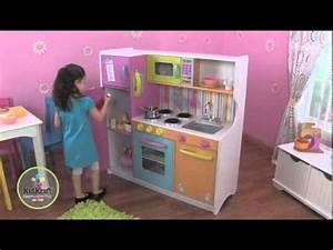 Cuisine Pour Petite Fille : cuisine en bois pour enfant kidkraft youtube ~ Preciouscoupons.com Idées de Décoration